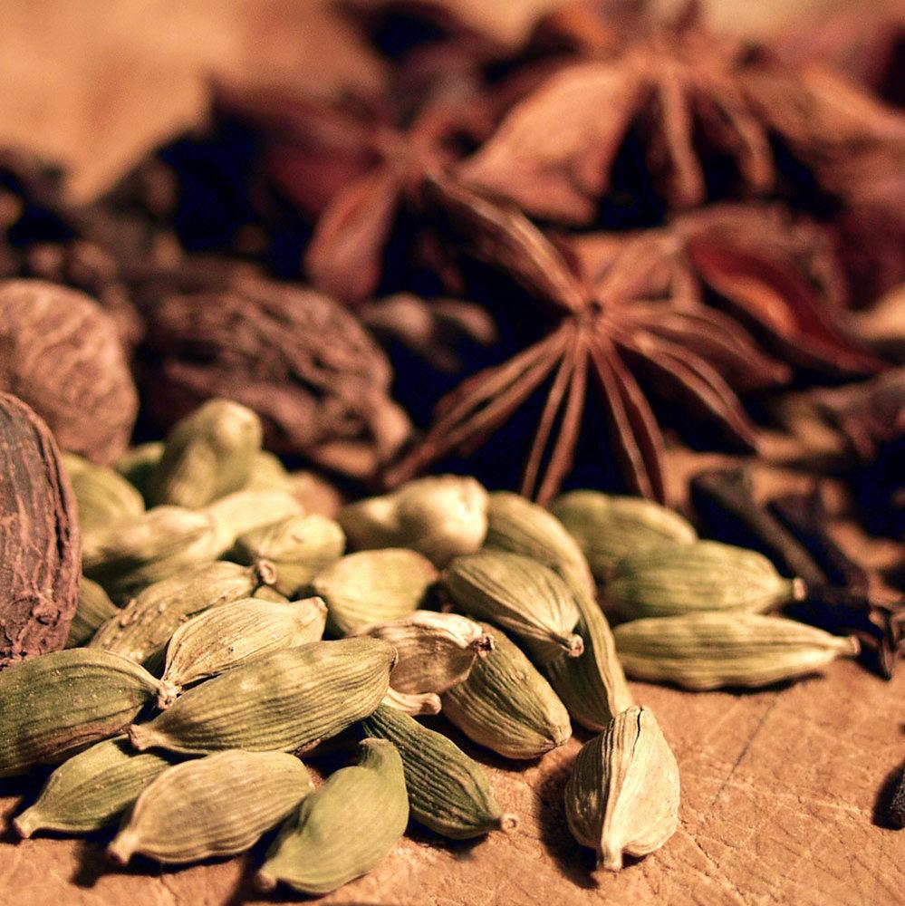Cardamon and star anise fragrance oil